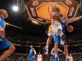 NBA揭幕战湖人VS小牛:湖人群星围剿残缺小牛