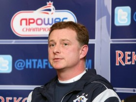 罗宾斯执教英冠球队哈德斯菲尔德