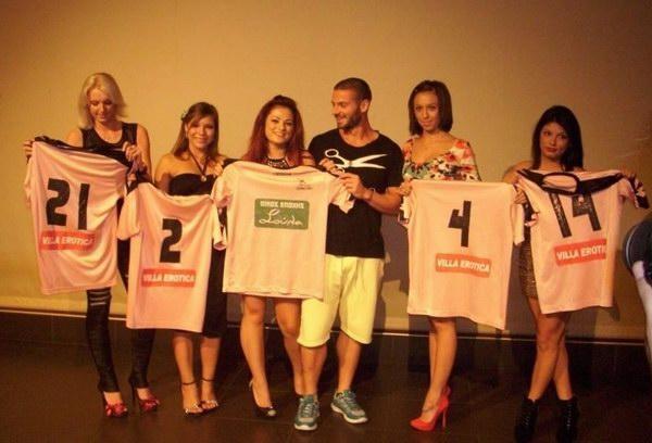 欧洲1球队赞助商竟是妓院 球员妓女合拍宣传照